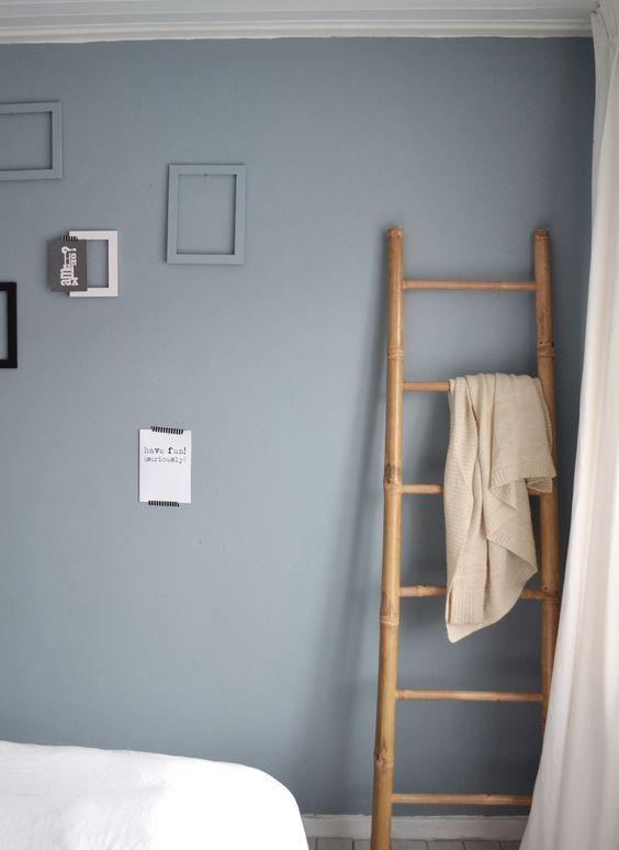ladder tegen muur with wand trap decoratie