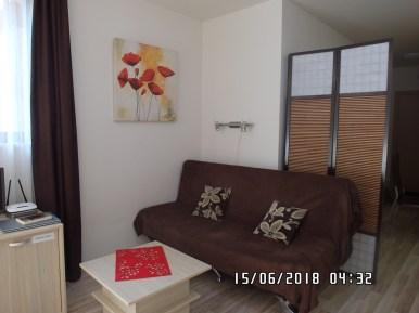 Wnętrze apartamentu czerwonego - widok 1