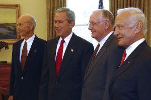 През лятото на 2004 година НАСА прие програма за завръщане на човека на Луната и достигане на пилотирана мисия до Марс. По този повод и по повод тридесет и петата годишнина от полета на Аполо 11 на 21 юли 2004 година президентът на САЩ Джордж Буш прие в Овалния кабинет на Белият Дом екипажа на кораба. След срещата бе организирана