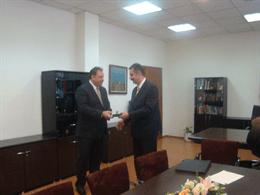 На церемония в Министерството на здравеопазването днес, 27 юли 2009 г., новият министър на здравеопазването д-р Божидар Нанев прие официално поста от досегашния министър д-р Евгений Желев. ФОТО: М-во на здравеопазването