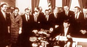 Корпусът на мира е основан през 1961 г. , след като е подписан уакз на президента Джон Ф. Кенеди. Целта да се предостави техническа помощ на други държави, като в началото това са само от Латинска америка, Африка. ФОТО: ЮСПС