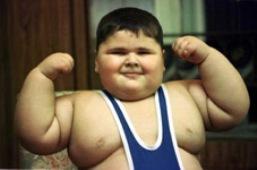 10-годишно мексиканче с борцов екип показва мускули пред камерата на нюйоркчанина c.w.m.