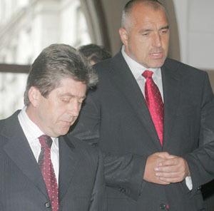 Президентът Първанов и премиерът Борисов, освен, че носят вртовръзки с червен цвят-