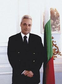 Марин Райков в Париж, като посланик на Р България там. Името на дипломата се свързва и с възможно най-големия гаф на външната министърка Надежда Михайлова, в правителството на Иван Костов - това, че външното ни министерство проспа ареста на българските медици в Либия в началото на февруари 1999 г. В публикации по-късно се твърдеше, че през февруари 2001-ва Марин Райков доверява на Русия, че смъртните присъди ще бъдат наложени на българските медици само броени дни преди парламентарните избори в България и поискал мощно съдействие от Москва, защото било публична тайна, че Кадафи козирува и изпълнява заповедите на Кре