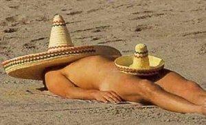 Сомбрерото е голяма мексиканска шапка, с която може да се прикрие от яркото слънце главата на човек. Някои търговци на така популярната капела използват най-различни методи за реклама, като тази. Източник:sombrerostocoveritall.com