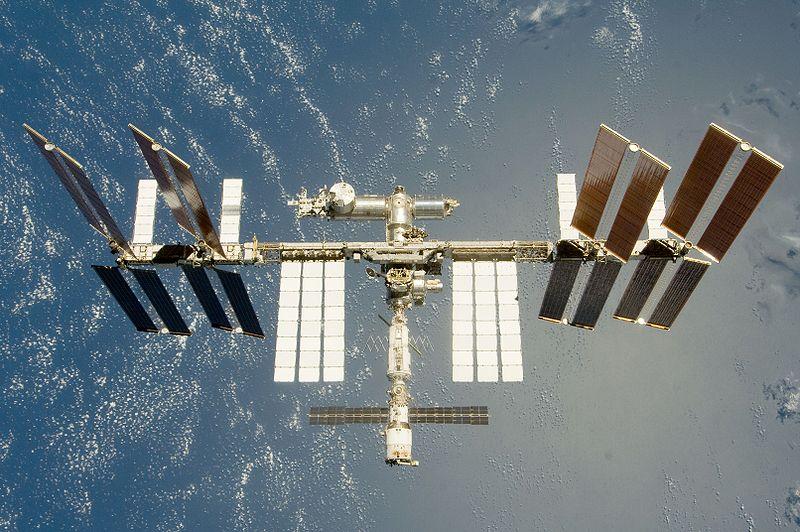 Космическата совалка Дискавъри се приземи успешно в Калифорния ...