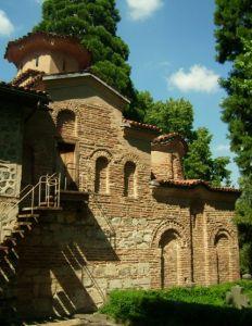 """Боянската църква """"Св. св. Никола и Пантелеймон"""" е средновековна българска църква в софийския квартал Бояна, намиращ се в подножието на Витоша. Тя е един от културните символи на България и е включена през 1979 г. като културен паметник в Списъка на световното културно и природно наследство на ЮНЕСКО под № 42. Филиал е на Националния исторически музей от 2003 г. Най-старият строителен период е от края на 10 век - началото на 11 век.Църквата е разширена с пристроената през 13 век основна част по време на 2-то българско царство от севастократор Калоян. Третата възрожденска част е достроена от боянчани, с техни средства, в средата на 19 в.След освобождението селяните искат да построят по-голяма нова черква като съборят старата средновековна и възрожденска, тя е спасена от българската царица Елеонора, втората съпруга на цар Фердинанд, която предоставя на селяните друг терен. Фердинанд устройва прелестния малък парк около църквата и засажда уникалните за България северно-американски секвои и други редки видове. След кончината й през септември 1917 г., Царицата е погребана до южната страна на Калояновата църква. Пред църквата боянци издигат паметник на падналите във войните за обединение на България техни съселяни."""