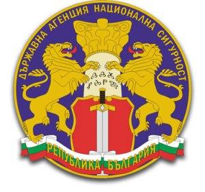 """Държавна агенция """"Национална сигурност"""" е специализиран орган за контраразузнаване и сигурност, чиято основна мисия е разкриване, предотвратяване, пресичане и неутрализиране на заплахите за националната сигурност. Със заповед № З-2081/01.10.2009 г. на председателя на Държавна агенция """"Национална сигурност"""" е определен видът на служебния знак на държавните служители на агенцията. При изработването на служебния знак на агенцията са използвани традиционни български символи, съобразени с т. нар. институционална хералдика. Значението на символите в знака е следното: Син кръг – основен символ, означаващ цялост, преграда и защита на усвоеното пространство, универсалност и скрито участие в развитието, олицетворение на слънчевата и земната енергия и на жизнената сила; Колона – стилизиран вариант на Асеновата колона, означаващ държавност, власт, интелигентност, култура, традиции, наследственост, заръка; Надпис върху колоната – скрито послание на глаголица, чиято транскрипция на кирилица ДЛЖНЗПМ означава: """"Добро Люди Живете Наш Земля Покой Мислете""""; Лъв – традиционен символ на българския дух; Щит – идентичен по форма и цвят с щита в националния герб и означаващ защита на държавата; Меч с насочено острие към земята – сила в защита на сигурността и закона. Снимка/текст лого ДАНС: Официален уебсайт: www.dans.bg"""