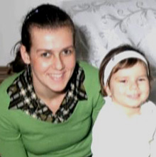 Спаска Митрова е гражданка на две Републики съседки, като тя определя себе си , като българка. Освен българка, Спаска е и майка на болната си дъщеричка. Самата Спаска също е болна от туморни образувания в гърдите. Вече бившата съпруга на македонският гражданин със сръбско съзнание, осъдена несправедливо от македонски съд, за това, че не е създала условия в дома си за посещенията на дъщеричката от системният й побойник. Съдът определя непосилна и нечувано голяма глоба и затвор от 3 месеца. Всичко това, защото в дома й нямало легло и стая за бившият съпруг, който я е тормозил заради българската й националност. Всичко започнало, когато Спаска подала документи за българско гражданство. Решетките на затвора