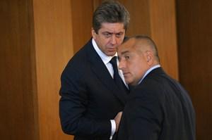 """Фамозен челен удар - Президент-Правителство - Първанов-Борисов. Как ще свърши, можем само да гадаем. Престрелката между държавния глава и премиера от вчера се пренесе на евротепиха, след като от президентството заявиха, че правителството е отказало съгласуване с """"Дондуков"""" 2 за това кой да присъства на тържествата в Германия за 20-годишнината от падането на Берлинската стена."""