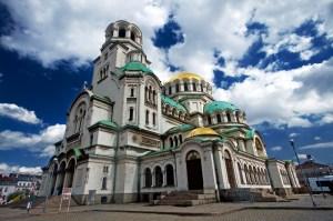 30 август е датата на пренасянето на мощите на Св. Александър Невски и освещаването на едноименния български символ. Храмът представлява петкорабна църква в неовизантийски стил - кръстокуполна базилика с акцентирано централно кубе.