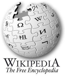 """Уикипедия е свободна многоезична електронна енциклопедия, създадена през януари 2001 г. Тя се развива от доброволци, като в момента е едновременно най-голямата и най-бързо растящата в света енциклопедия, съдържаща версии на над 270 езика. В началото на декември 2003 г. се поставя началото и на нейната българска версия.  Системата работи със софтуер от типа уики, наречен МедияУики, който позволява на всеки потребител да редактира дадена страница по всяко време и да види веднага своите промени (""""уики"""" означава """"бързо"""" на хавайски). Посетителите могат да разгледат и старите версии на статиите, за да видят как се е развивала страницата във времето.  Уикипедия се поддържа от фондацията с идеална цел Уикимедия. Фондацията поддържа и известен брой сродни проекти, измежду които: Уикиречник, Уикицитат (сборник от известни цитати), Уикикниги (електронни книги и учебници) и Уикиизточник (хранилище на исторически документи и книги, които са обществено достояние) и други. Текстовото съдържание на Уикимедия се публикува при условията на лиценза Криейтив Комънс - Признание - Споделяне на споделеното, съвместим с Лиценза за свободна документация на ГНУ, което позволява сътрудниците да подобряват и променят взаимно работите си по принципа, известен като """"copyleft"""". Лицензът позволява също на трети лица да използват съдържанието на Уикимедия, в случай че те също предоставят това право на други. Софтуерът МедияУики е също свободно достъпен при условията на подобен лиценз, предназначен за софтуер (GNU GPL). Графичните изображения в Уикипедия са достъпни под различни лицензи, много от тях също позволяващи свободно ползване, които са обозначени на страницата на съответното изображение."""