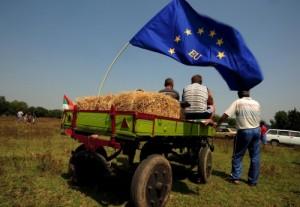 Образът, който Западът си е изградил за България, може да се сведе до следните понятия: изостаналост, роми, престъпност и корупция. България е най-бедната страна в ЕС - въпреки рекордно ниските й дългове. Да, но ниските задължения и балансираният бюджет не са достатъчни, за да генерират растеж. Покрай европейската дългова криза обаче става пределно ясно, че някои елементи на проспериращата българска икономика са построени буквално върху пясък. Ситуацията в България е