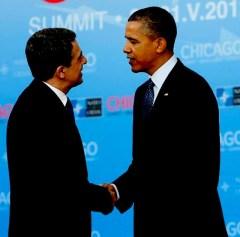 Президентът на Р България Росен Плевнелиев с приятна усмивка стисна ръката на колегата си от САЩ Барак Обама в Чикаго -