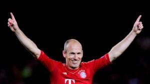 Арен Робен (Arjen Robben, собственото име се произнася в Нидерландия по-близко до Арйен) е нидерландски футболист на Байерн Мюнхен. Роден е на 23 януари 1984 г. в гр. Бедьом, провинция Гронинген, Нидерландия. Той е част и от Нидерландския Национален отбор с когото има участия на Евро 2004, Евро 2008, както и на Световното първенство през 2006 и Световното първенство през 2010. През 2004 г. преминава от родния Айдховен в английския Челси за € 18 млн. евро, а през 2007 г. в испанския Реал Мадрид за 36,55 млн. евро.На 28 август 2009 година Ариен Робен преминава в Байерн Мюнхен срещу 25 млн. Робен подписва договор с баварците до 30 юни 2013. Получава номер 10, който за последно е носен от неговия сънародник Рой Макай. Робен прави дебюта си за Байерн още на следащия ден (29 август) при домакинската победа с 3:0 над Волфсбург. Холандецът влиза като резерва на полувремето и отбелязва два гола.На 7 април 2010 Робен отново се превръща в герой за Байерн, вкарвайки феноменален гол от воле на Манчестър Юнайтед на Олд Трафорд (при загубата с 2:3), който класира Байерн на полуфинал в ШЛ. След това Робен отбелязва победния гол за 1:0 в първия полуфинален мач срещу Олимпик Лион. Ариен прави страхотен сезон през 2009-2010, когато печели дубъл с Байерн и отбелязва решаващи голове в Шампионската лига, с които класира отбора на финал. На 25 май 2010 Ариен Робен е избран за Футболист на годината в Германия. Той спечелва с рекордните 72% и става първият холандец, печелил това отличие в Германия. Тази година Робен компенсира за миналия турнир, когато пропусна дузпата срещу Челси в продълженията на финала в Шампионската лига.