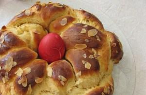 Козунакът е сладък обреден хляб, който традиционно се приготвя за Великден. Символизира тялото на Иисус Христос, така както боядисаните в червено яйца символизират кръвта му.