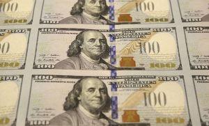 На 24 септември 2013 г. бе показан един лист ненарязани 100-доларови банкноти по време на процеса на печат в Бюрото за гравиране и печат във Форт Уърт, Тексас. Фото:АП