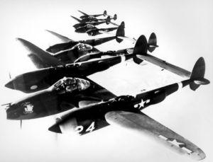 Формация тежки изтребители Локхийд P-38