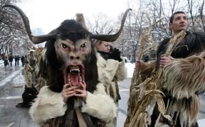Мръсни дни. Съществуващите до този момент религиозни представи и народни предания на българите оказват влияние върху неговия фолклор и народен календар. За времето на Мръсните дни са характерни и новогодишните обичаи на момците.Кукерите, наричани още чауши, бабугери, станчинари, дервиши, старци, сурати или джамалари, са българските карнавални фигури — мъже, предрешени като зверове или типични персонажи (бабата, дядото, царят, бирникът), винаги са с маски на главите, често с чанове на пояса и с кожуси с козината навън. По-стар обичай в периода между Месни и Сирни заговезни (Сирница) в Източна България и между Коледа и Богоявление в Западна България. Днес навсякъде в Източна България (дори по цяла България) Кукеровден се празнува точно на Сирни заговезни (7 седмици преди Великден /винаги в неделя/. Кукерите танцуват по улиците, за да изплашат лошите сили и да пропъдят студа, а за плодородие и здраве извършват обредни (символични) действия като оране, сеитба и други. На 1-ви януари - Нова година - по традиция се организира кукерски събор.