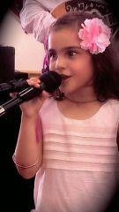 5-годишната Дара от Българското училище в Глендейл, напомни с гласа си за прерасните български детски песнички. Хората бурно аплодираха изпълнението на