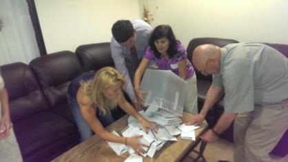 Така завърши изборният ден в Лос Анжелес, комисията започна броенето на бюлетините в 7:20, след като и последният българин бе гласувал. Фото Евгени Веселинов, BulgariCA.com.