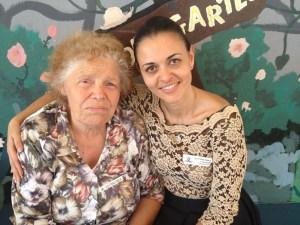 82-годишната леля София Зиновиева с Екатерина Борисова, основател на българското училище в Bay Area, секцията Сънивейл, където броят на гласувалите днес вече наближава 300.
