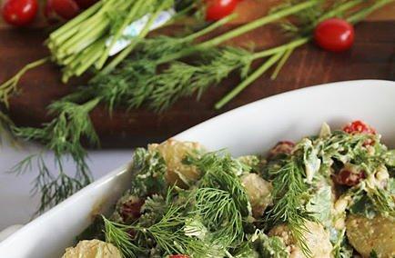 Картофена салата с магданоз, копър, домати + сурова майонеза
