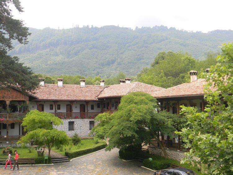 Клисурски манастир – живописното кътче, пълно с вяра