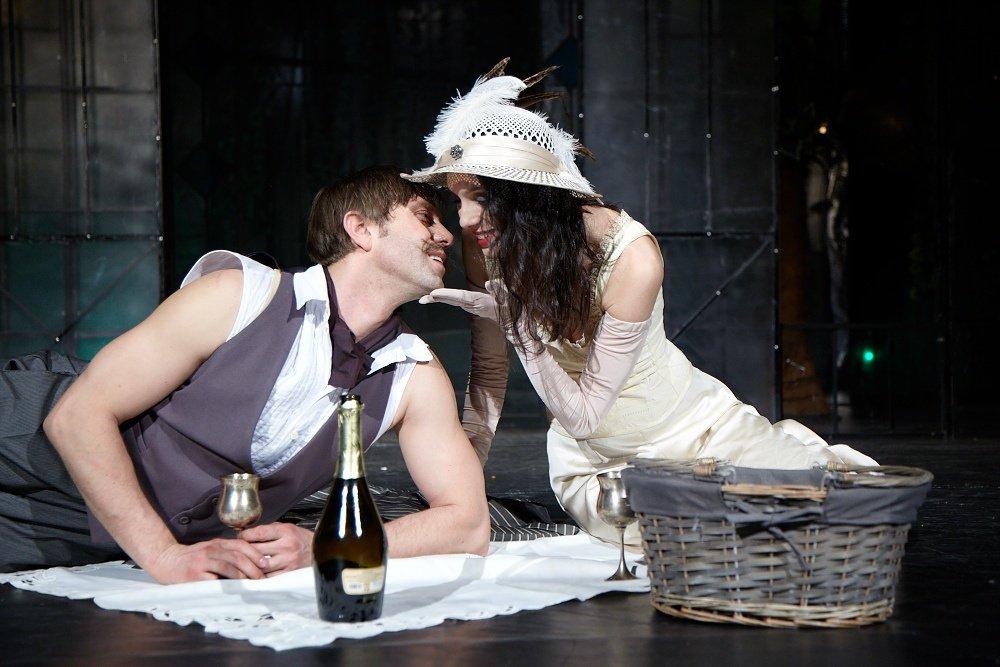"""Калин Врачански омагьосва френски аристократки в пиесата """"Бел Ами"""""""