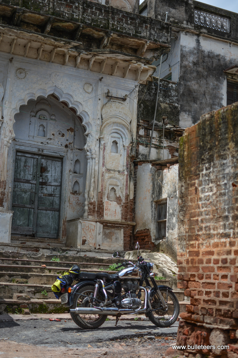 Bulleteers visited the seven floor, Bir Singh Palace in Datia , on the ride to Deogarh, Uttar Pradesh.