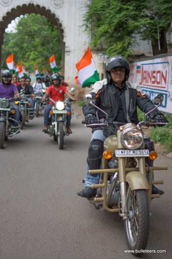 Independence Day Ride from Gwalior to Badhavana organized by Bulleteers