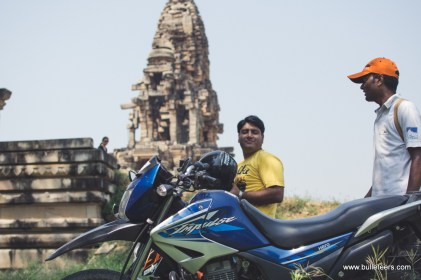 Bulleteers rode for breakfast to Kakanmath, Morena. The grand Shiva temple structure looks like its tumbling and yet stands tall.
