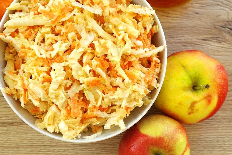 Surówka z kapusty pekińskiej, jabłka i marchewki 2