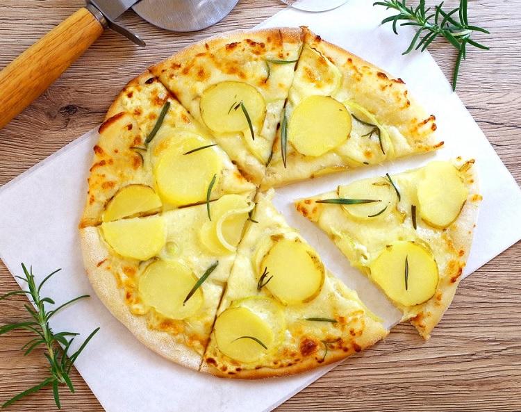 Pizza z młodymi ziemniakami 2