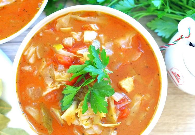 Zupa gulaszowa z młodą kapustą 2