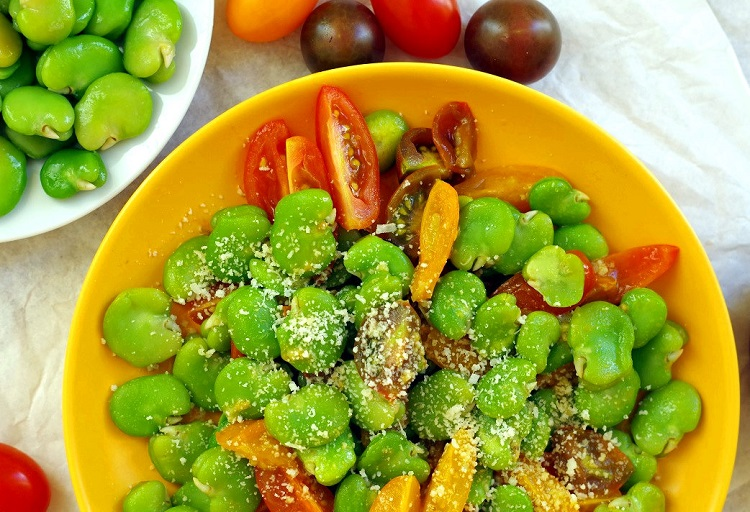 Sałatka z bobu i pomidorów 2