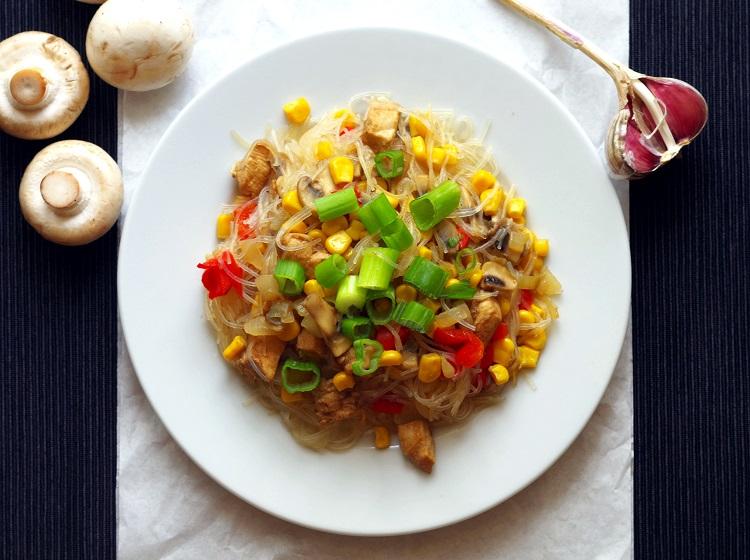 Makaron vermicelli z kurczakiem i pieczarkami