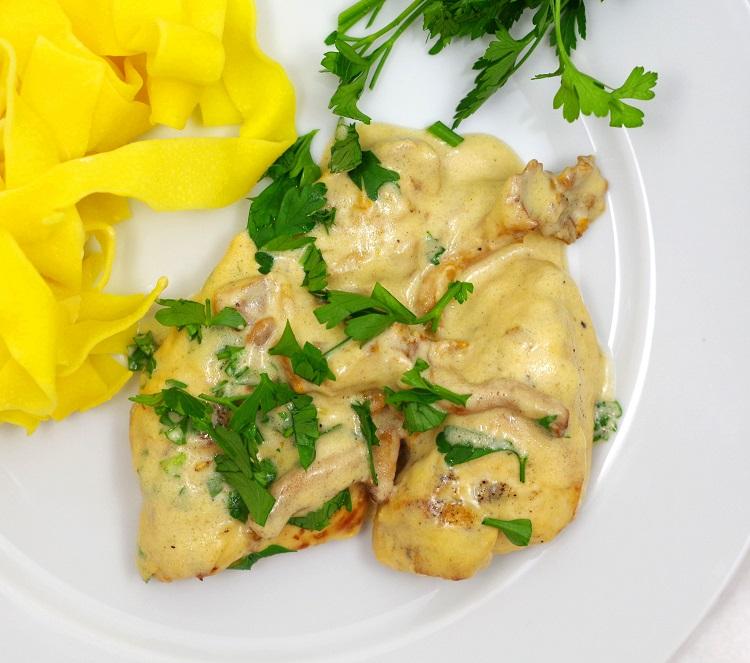 Kurczak w sosie z kurek i parmezanu 3