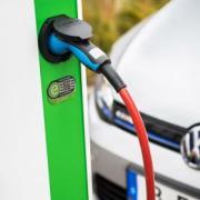 Le auto elettriche presto potrebbero diventare più economiche di quelle a benzina