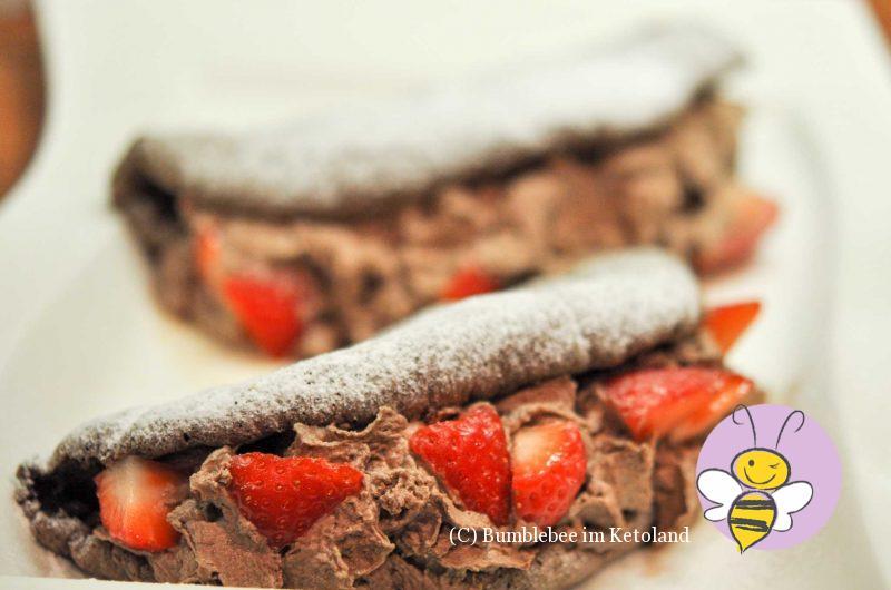 Leichte Schokobiskuit-Omelettes mit Kakaocremefüllung