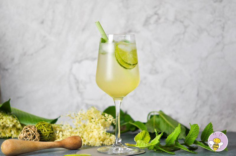 Hugo Cocktail mit selbstgemachtem Holunderblütensirup