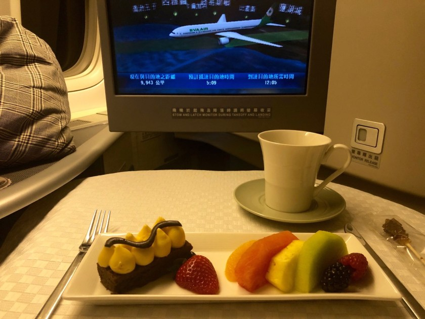 eva air royal laurel class business class b777 boeing 777 br011 lax tpe los angeles taipeh essen dessert