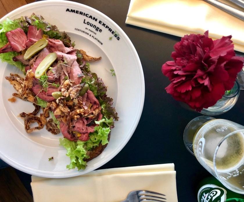 Review American Express Centurion Lounge by Pontus Stockholm Arlanda ARN amex lounge platinum erfahrung roastbeef sandwhich