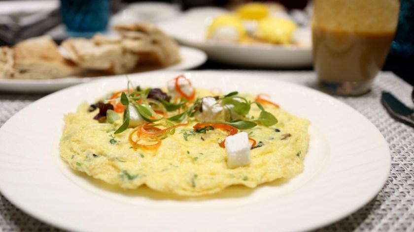 Review Qatar Al Safwa First Lounge doha doh airport flughafen qatar Lounge erfahrung qatar airways first class bewertung omelette
