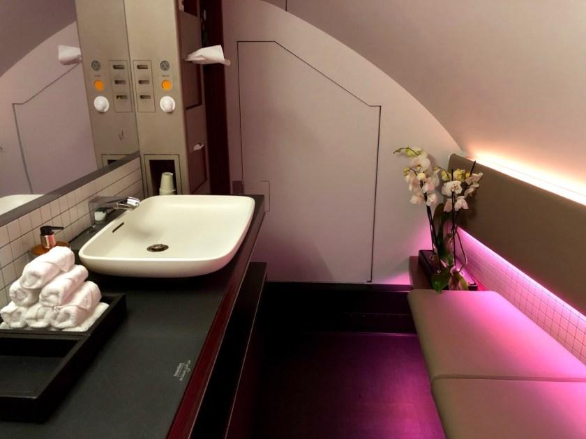 qatar airways first class airbus a380 doh doha fra frankfurt qr67 onboard bar bad bath