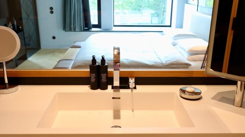 andaz munich schwabinger tor suite spa sauna pool münchen minga schwabing schickeria hyatt world of hyatt