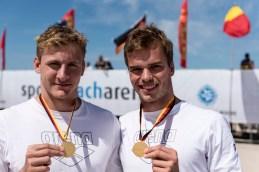 Gold und Bronze im Brandungsschwimmen für die Sportsoldaten Johannes Schmitz (links) und Michael Batzel.