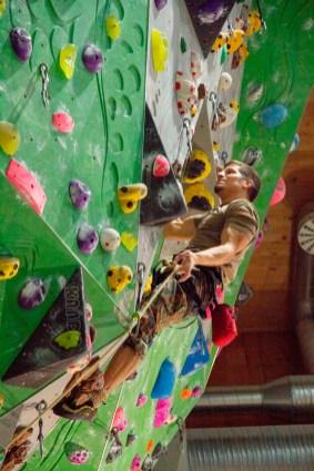 Major Peter Baumert vom Gebirgsjägerbataillon 232 lässt im Einzelwettbewerb die Muskeln spielen.