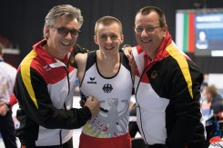 DTB-Mannschaftsarzt Dr. Ralph Dalferth (l.), Daniel Schmidt und Trainer-Vater Olaf Schmidt.