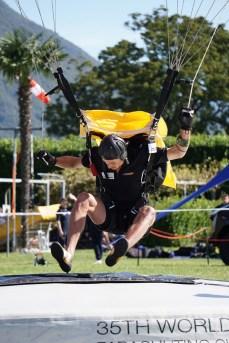 Stabsunteroffizier (FA) Kai Erthel bei der Landung.